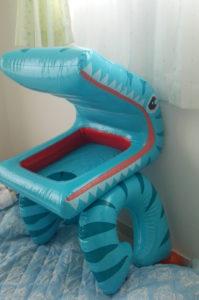 家庭用大型プールについてるワニ