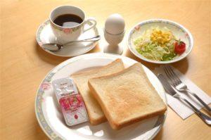 喫茶店の朝食のゆで卵