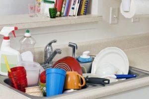 台所には汚れた食器類が山積み